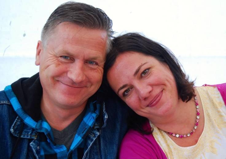 Gunnar und Miliana lächeln in die Kamera