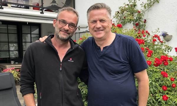 Thorsten und Gunnar Arm in Arm