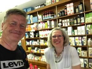 Gunnar mit Drogistin Claudia