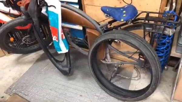 Gunnars E-Bike ohen Hinterrad in der Werkstatt